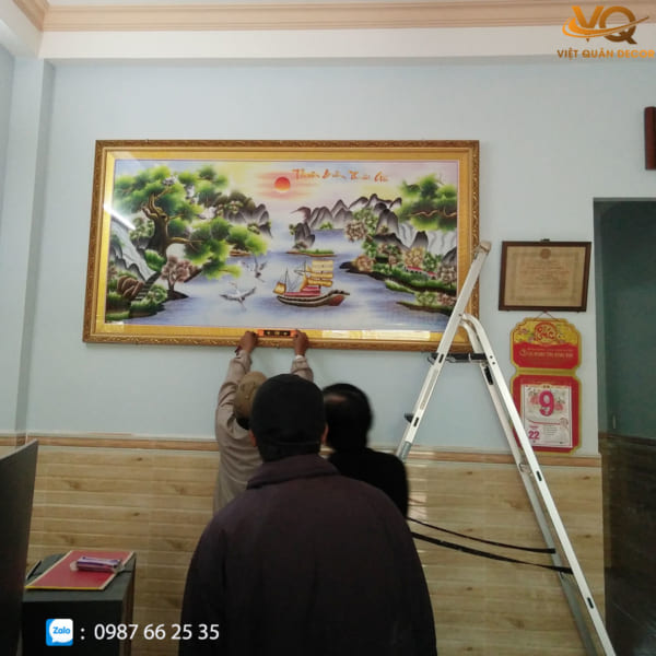 tranh-theu-tay-thuan-buom-xuoi-gio-vqtt-0010